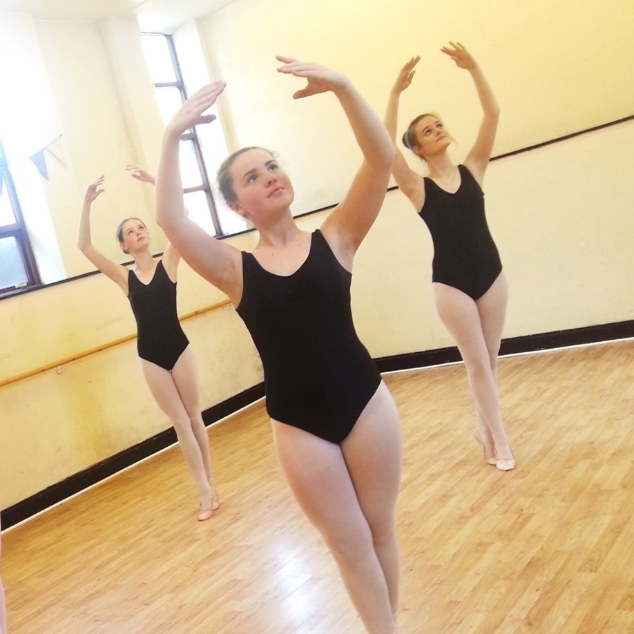 SK Dance Studio Ballet dancers 5th position arms